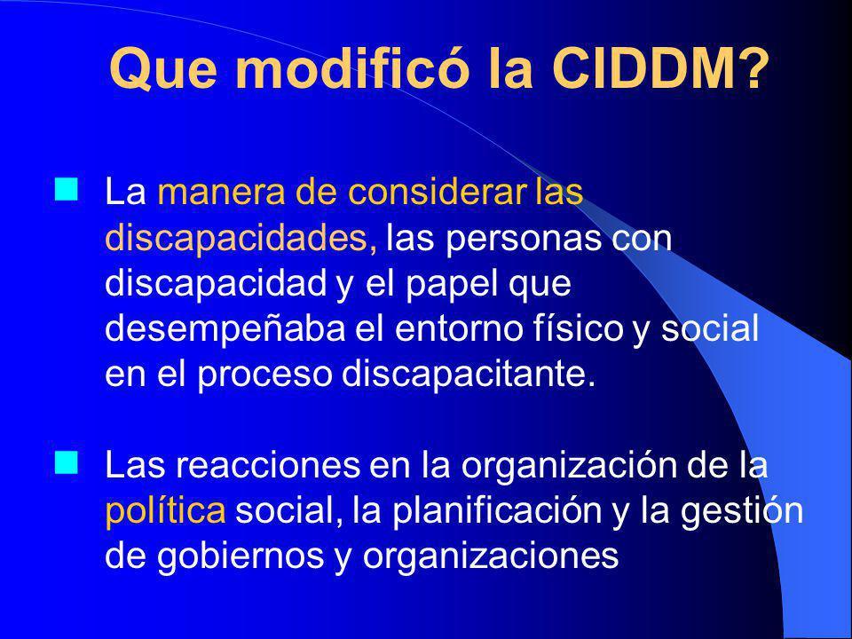 La manera de considerar las discapacidades, las personas con discapacidad y el papel que desempeñaba el entorno físico y social en el proceso discapacitante.