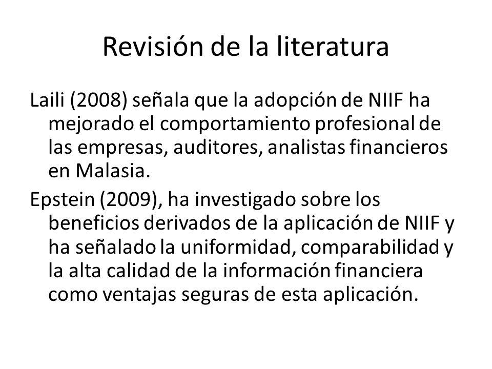 Revisión de la literatura Laili (2008) señala que la adopción de NIIF ha mejorado el comportamiento profesional de las empresas, auditores, analistas