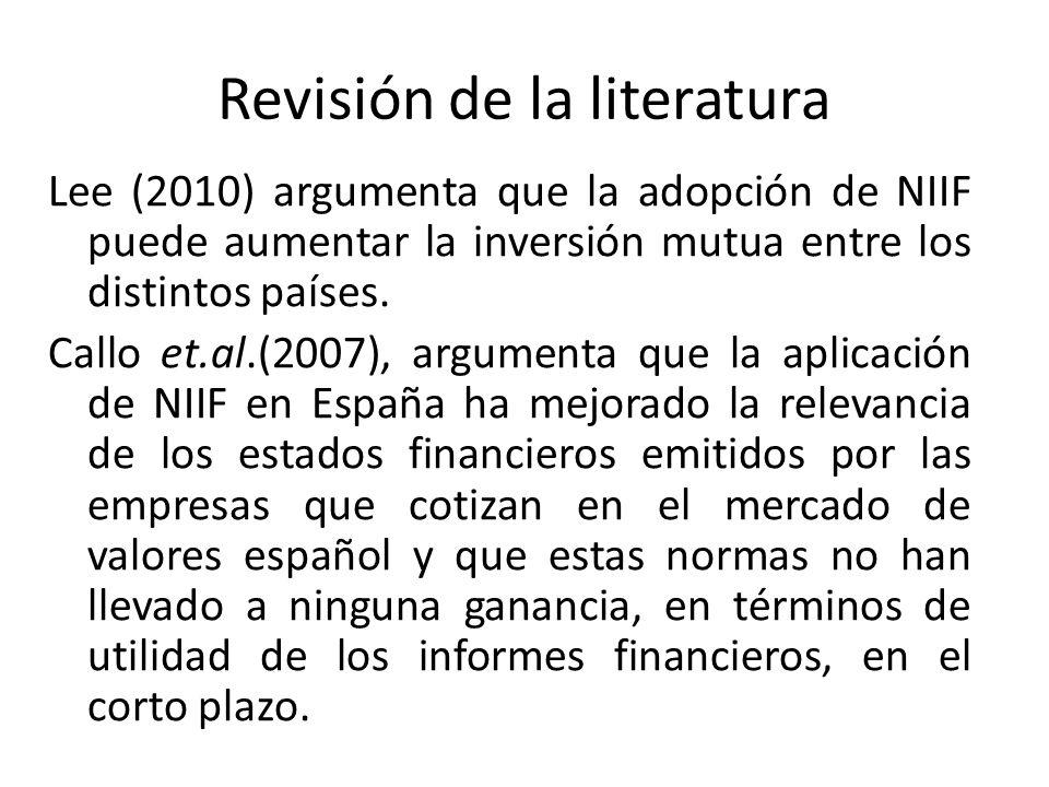 Revisión de la literatura Lee (2010) argumenta que la adopción de NIIF puede aumentar la inversión mutua entre los distintos países. Callo et.al.(2007