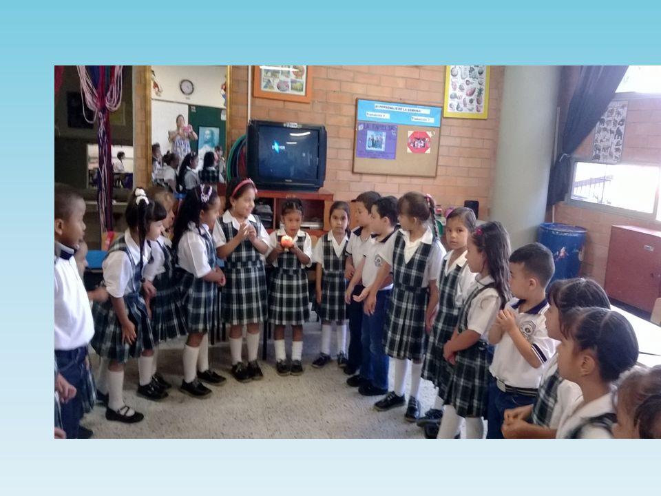 Los estudiante comparten los símbolos Eucarísticos PAN - UVAS