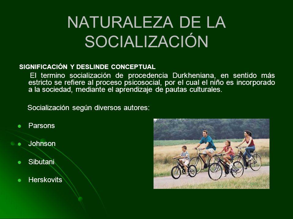 SIGNIFICACIÓN Y DESLINDE CONCEPTUAL El termino socialización de procedencia Durkheniana, en sentido más estricto se refiere al proceso psicosocial, po
