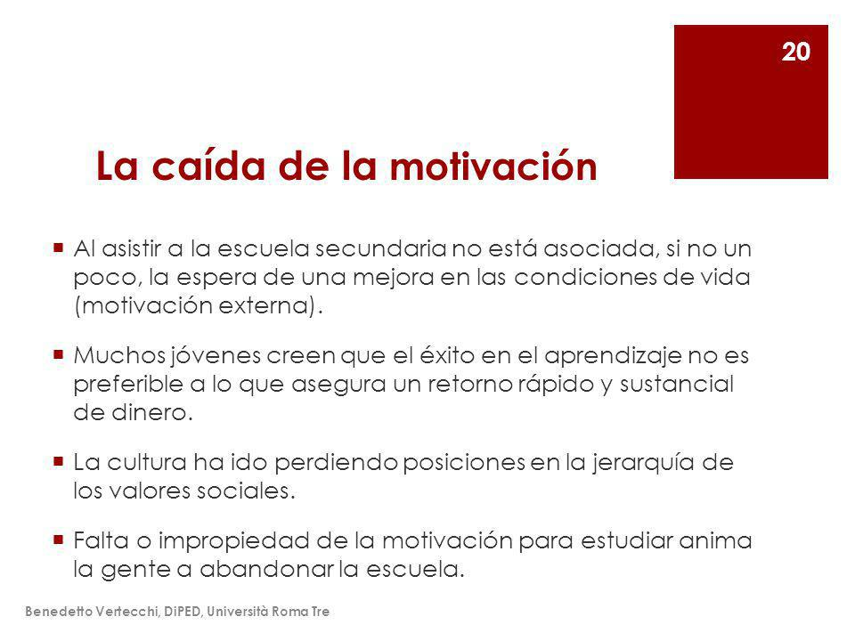 La caída de la motivación Al asistir a la escuela secundaria no está asociada, si no un poco, la espera de una mejora en las condiciones de vida (motivación externa).