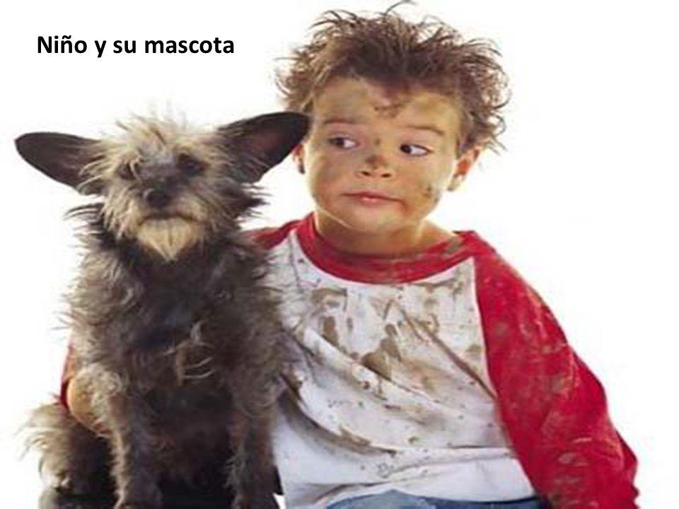 Niño y su mascota