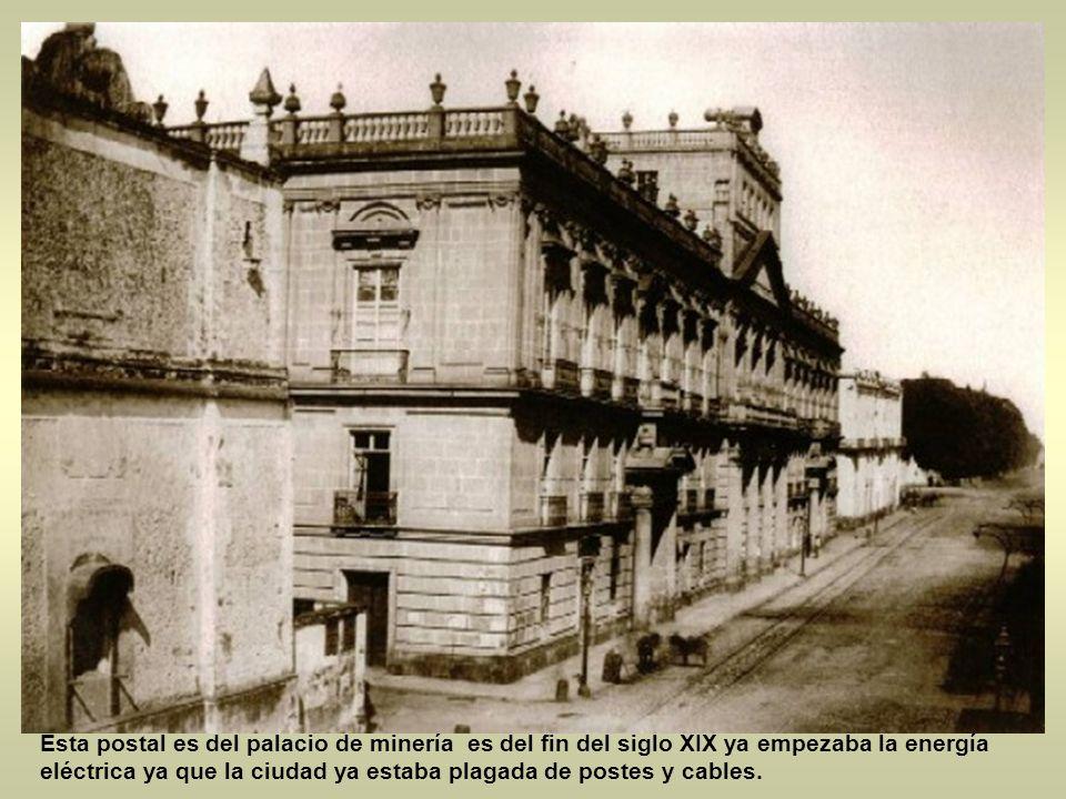 Antes de que estuviera el monumento a los niños héroes era mas bien una simple entrada militar y el hermoso castillo de chapultepec antes residencia d