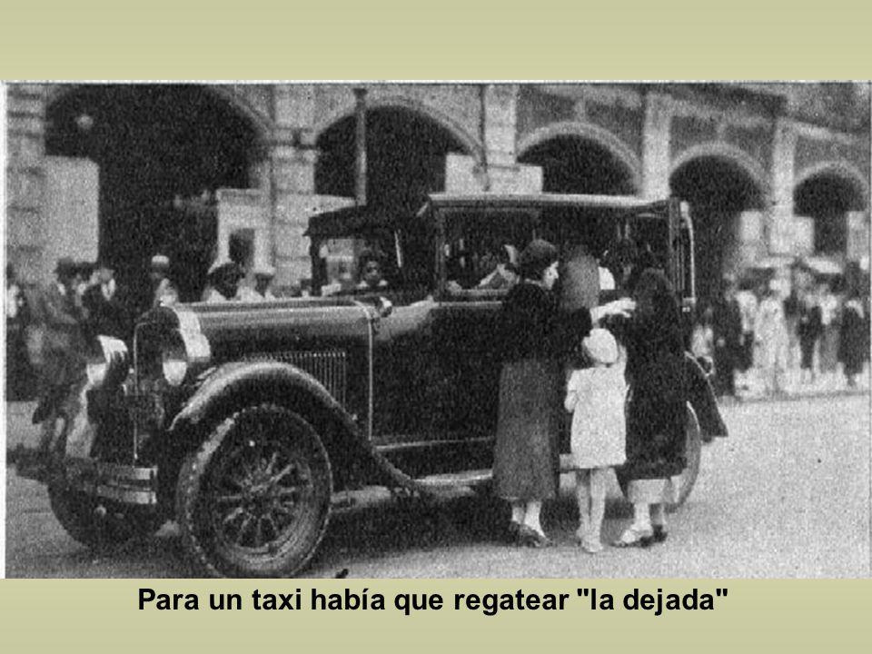 Este es un Reo 1904 que todavía funcionaba en 1935, observen que esta estacionado en el monumento a los Niños Héroes en Chapultepec. Por cierto que un