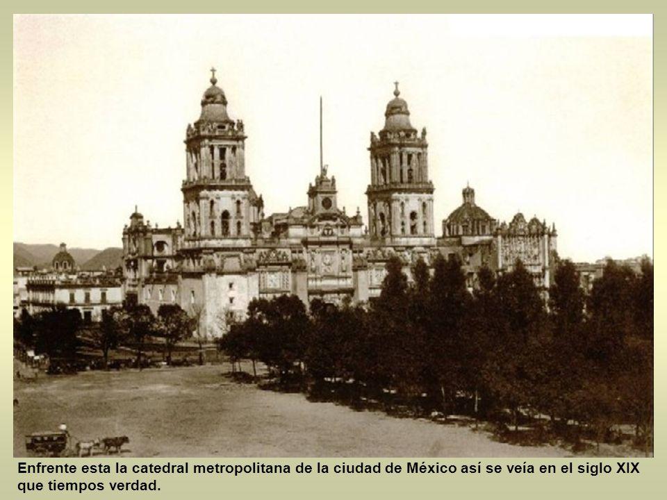 Seguimos con la siguiente postal, es de la Av. 20 de noviembre antes era un callejón y era la callejuela de san Fernando en ella se aprecia un edifici