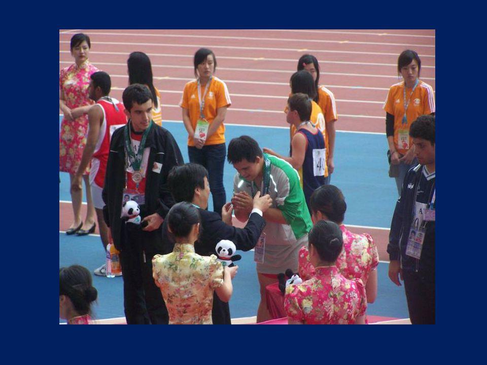 Compitió contra representantes Compitió contra representantes de 176 países, logró su mejor marca y ganó la medalla de oro.
