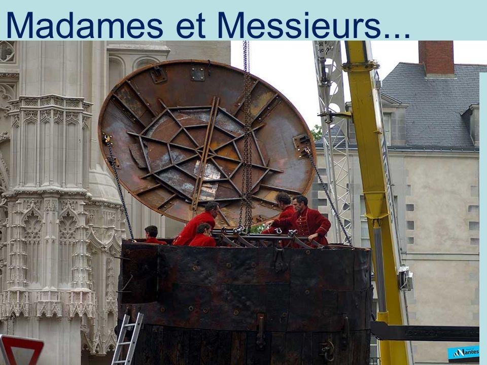..frente a la Catedral de Notre Dame...
