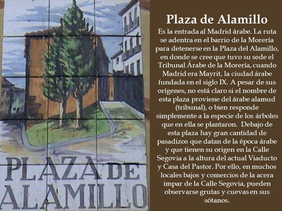Desde aquí estaremos bien situados para dirigirnos a las tres plazas que formaban el Madrid Medieval: La Plaza de la Paja, la Plaza de San Andrés y la