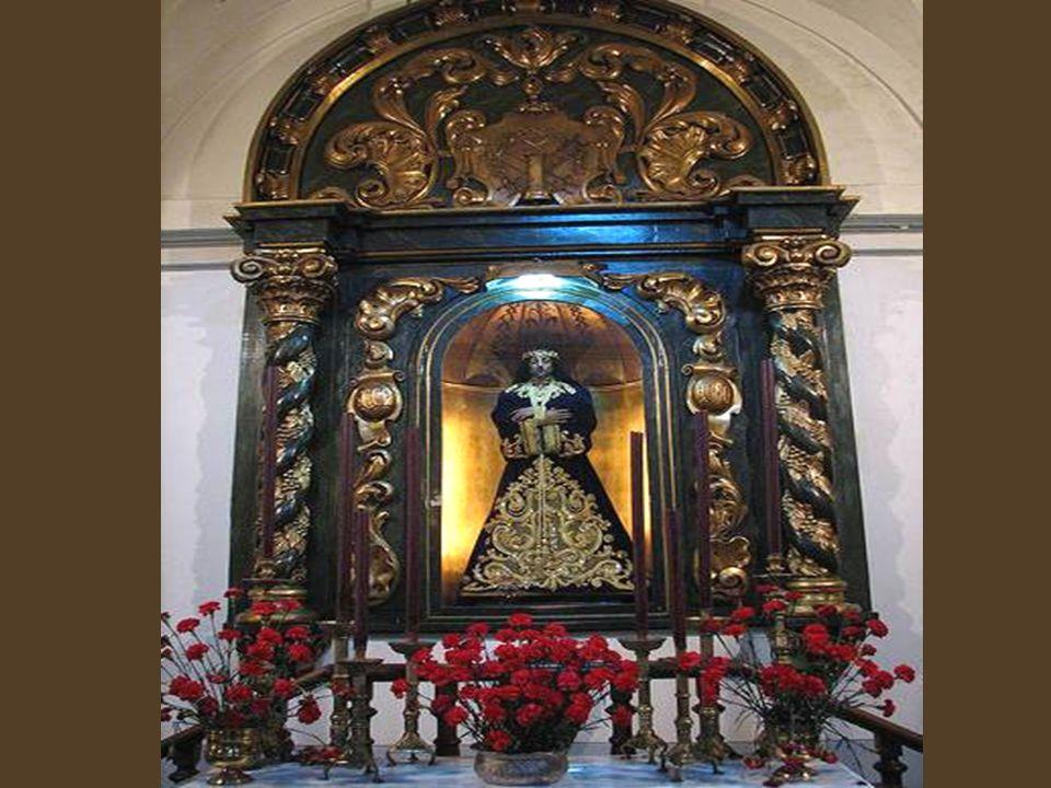 Desde la misma plaza se divisa la torre mudéjar de la iglesia de San Pedro El Viejo, datada en el siglo XIV. Además de su interés religioso y artístic