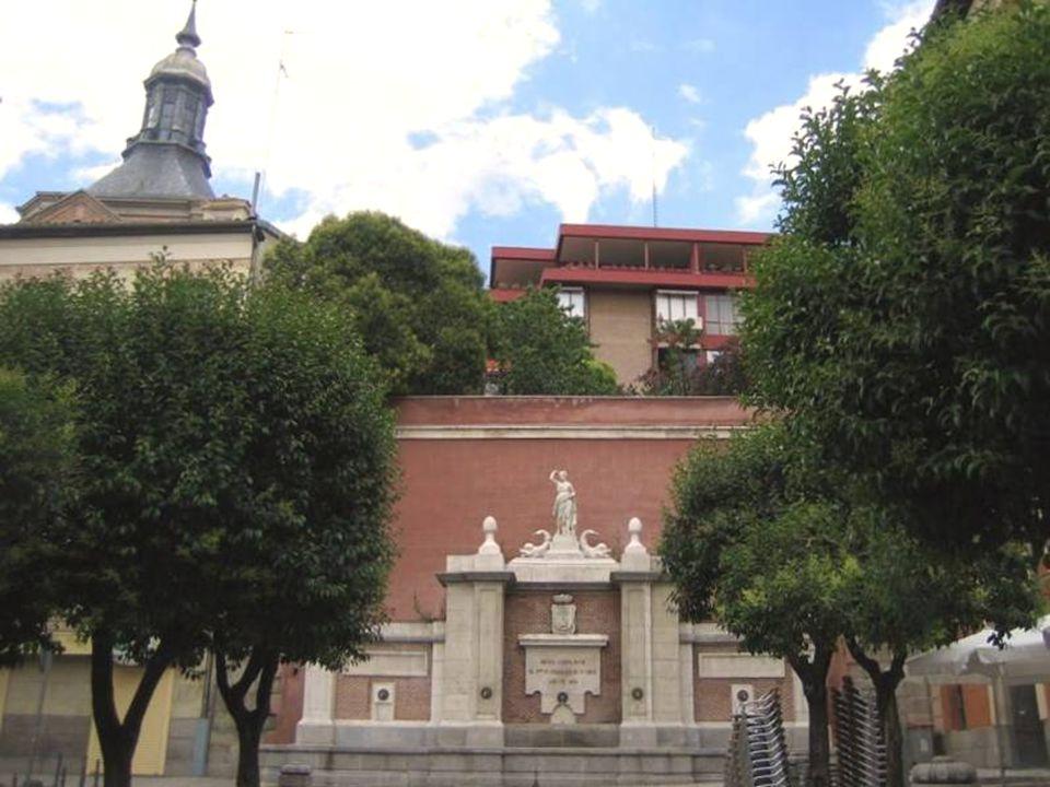 Plaza de la Cruz Verde Su nombre corresponde a que aquí se ajusticiaban a reos de la Inquisición, y según marcaba la costumbre, en estos lugares solía