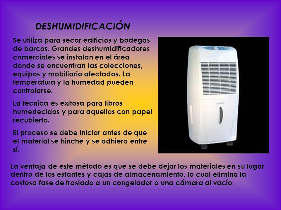 SECADO POR CONGELACIÓN Los libros y documentos que sólo están humedecidos o moderadamente mojados pueden secarse con éxito en un congelador por inyección de aire y autodescongelable ( self- defrosting blast freezer ).