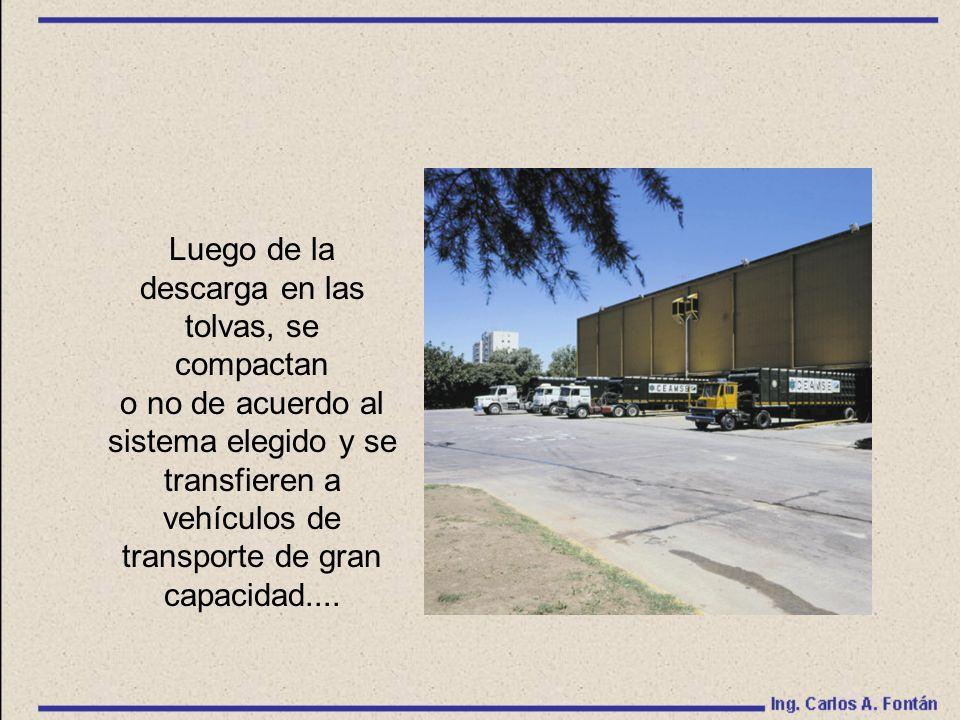 Luego de la descarga en las tolvas, se compactan o no de acuerdo al sistema elegido y se transfieren a vehículos de transporte de gran capacidad....