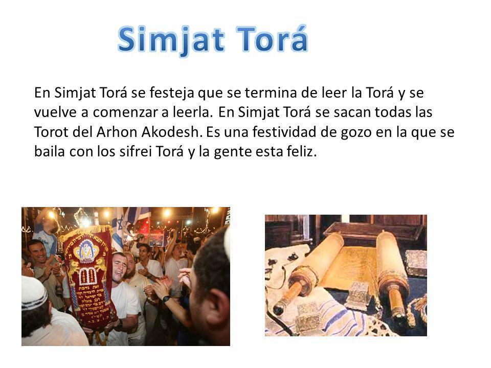 En Simjat Torá se festeja que se termina de leer la Torá y se vuelve a comenzar a leerla. En Simjat Torá se sacan todas las Torot del Arhon Akodesh. E