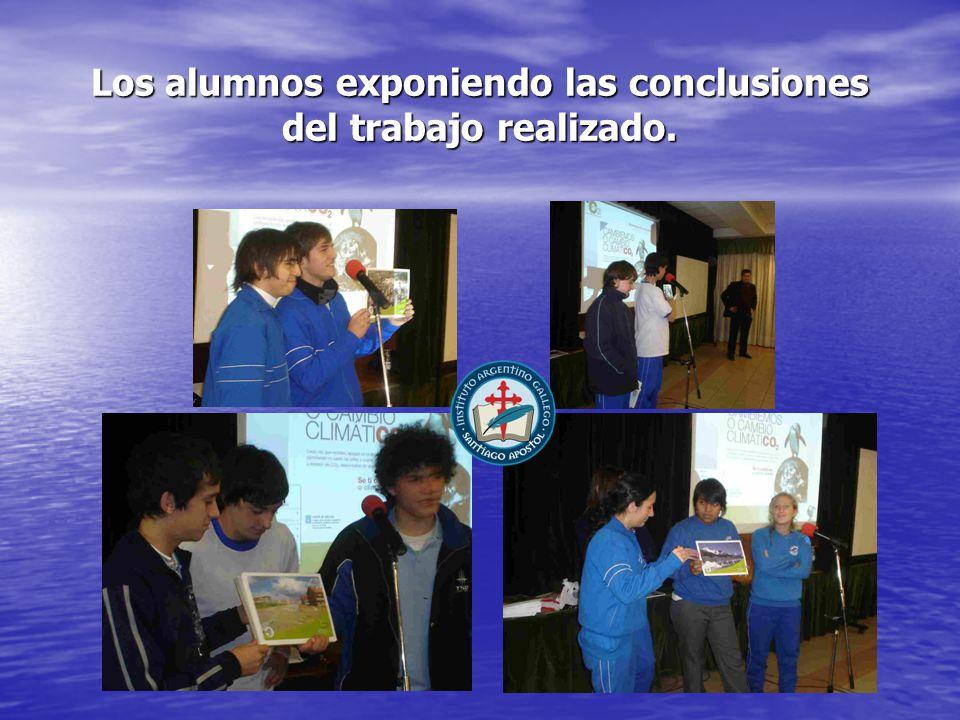 Los alumnos exponiendo las conclusiones del trabajo realizado.