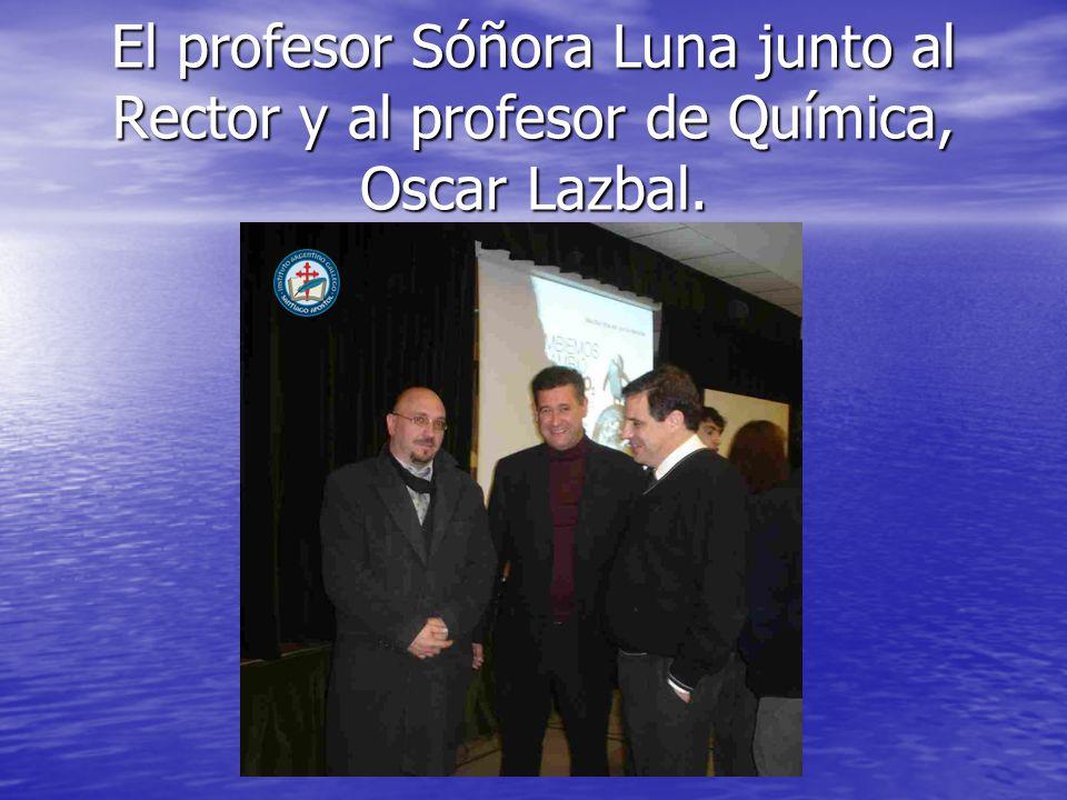 El profesor Sóñora Luna junto al Rector y al profesor de Química, Oscar Lazbal.