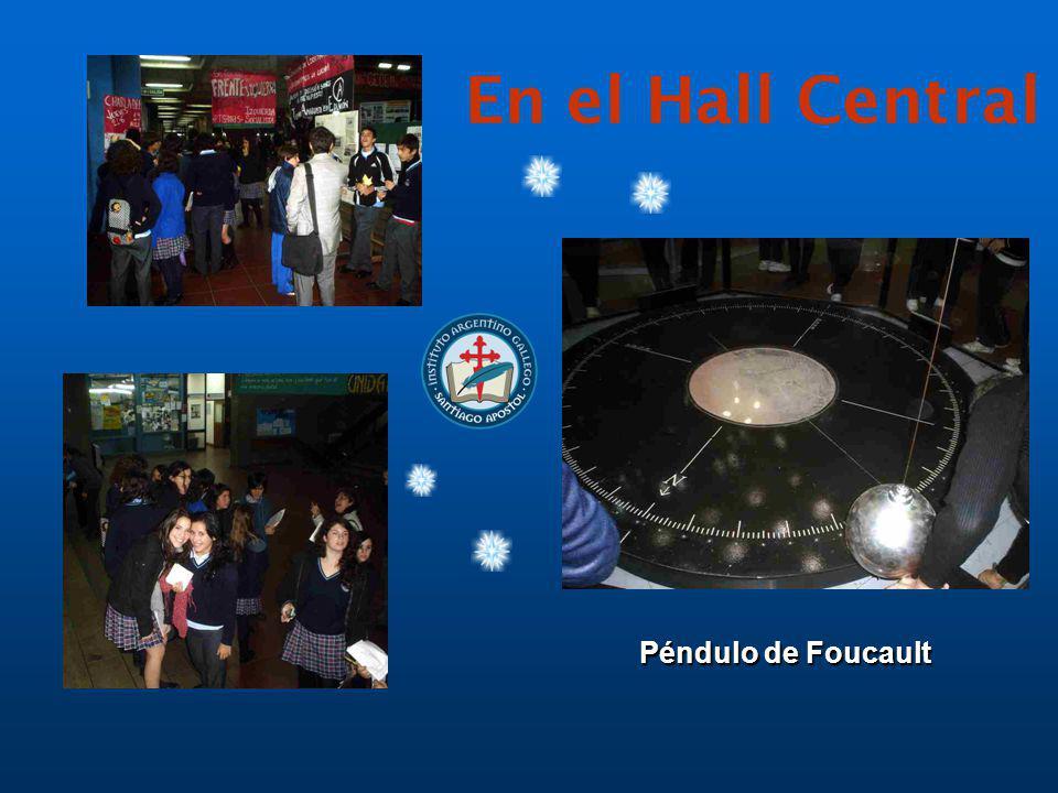 En el Hall Central Péndulo de Foucault