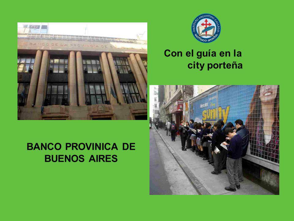 Con el guía en la city porteña BANCO PROVINICA DE BUENOS AIRES