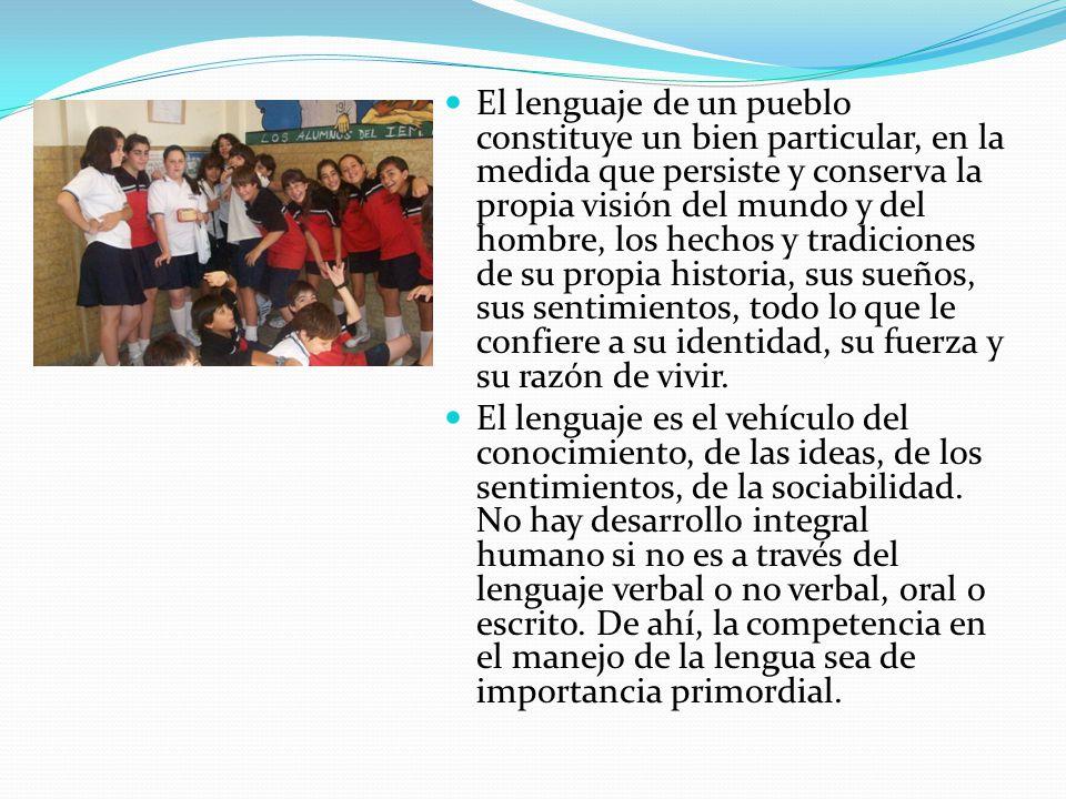 De acuerdo a esta concepción del lenguaje, el área de Lengua cambió su enfoque para poner en primer lugar de la escena escolar la formación de los ciudadanos como sujetos de las prácticas sociales del lenguaje, privilegiando las prácticas mismas del hablar y escuchar, leer y escribir.