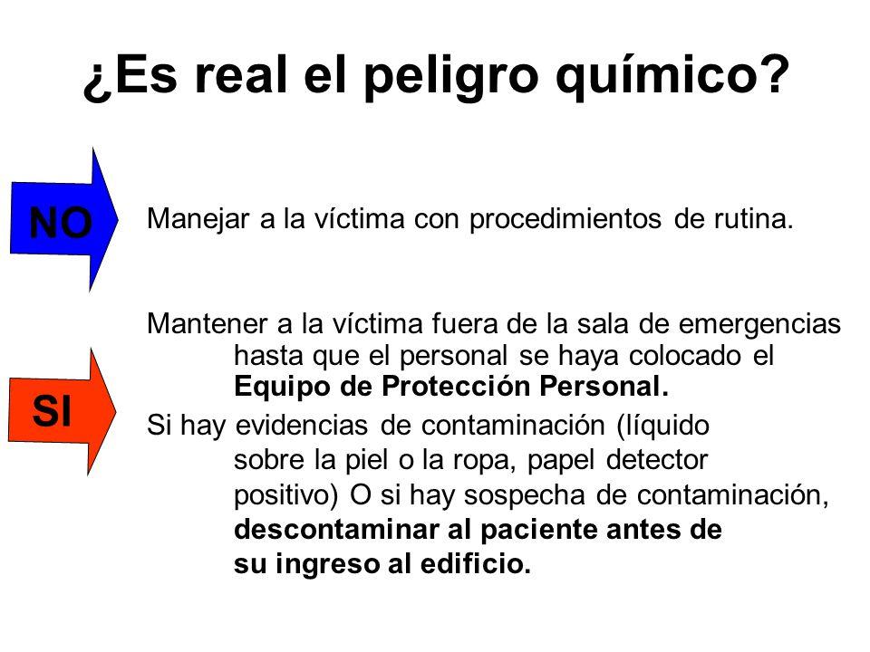 NO Manejar a la víctima con procedimientos de rutina. Mantener a la víctima fuera de la sala de emergencias hasta que el personal se haya colocado el