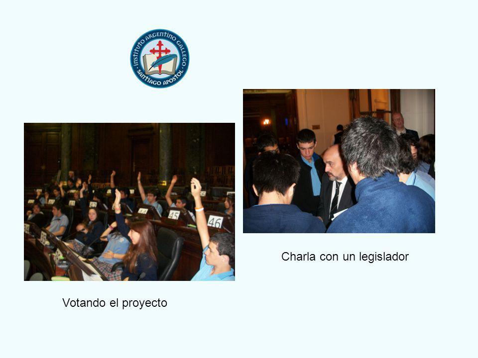 Votando el proyecto Charla con un legislador