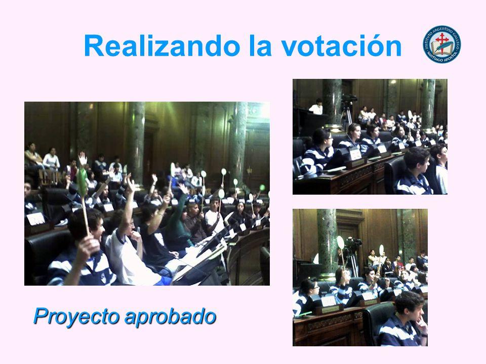 Realizando la votación Proyecto aprobado