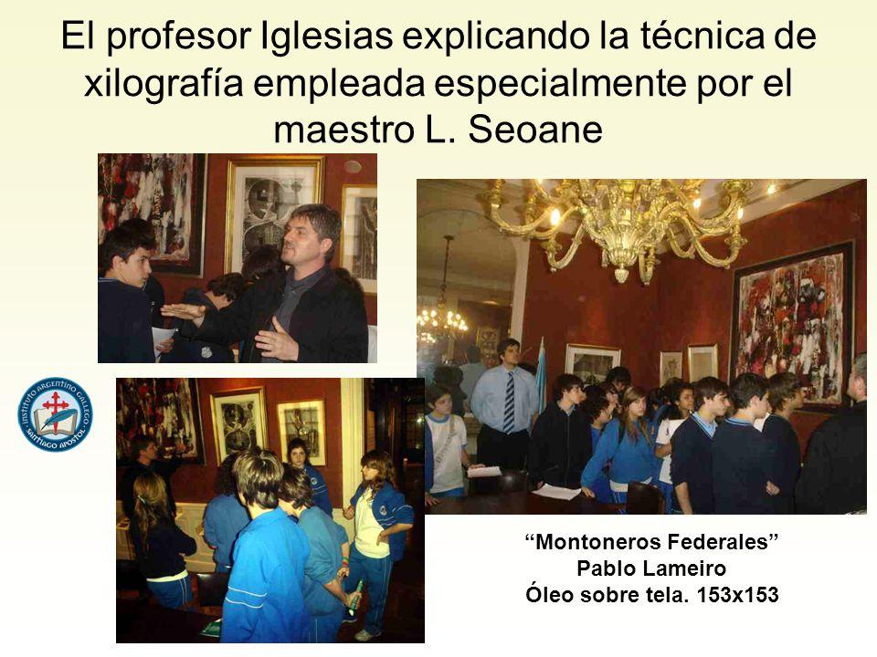 El profesor Iglesias explicando la técnica de xilografía empleada especialmente por el maestro L.