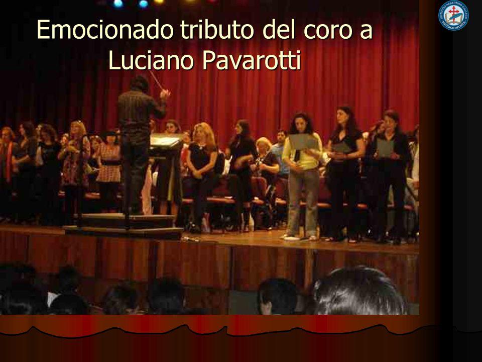 Emocionado tributo del coro a Luciano Pavarotti