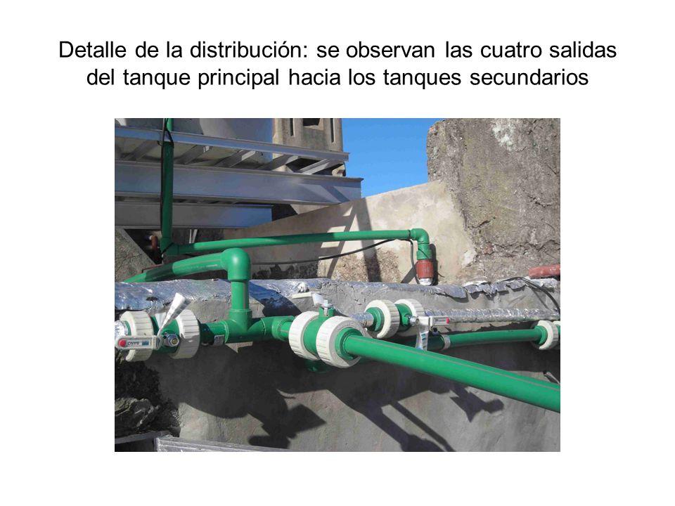 Detalle de la distribución: se observan las cuatro salidas del tanque principal hacia los tanques secundarios
