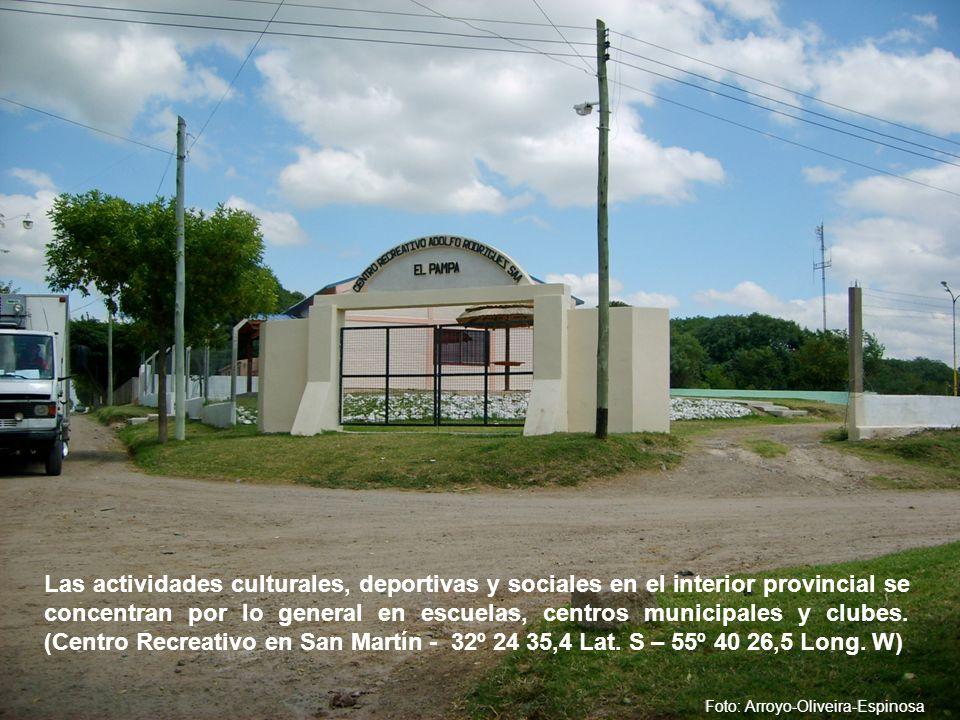 Las actividades culturales, deportivas y sociales en el interior provincial se concentran por lo general en escuelas, centros municipales y clubes.