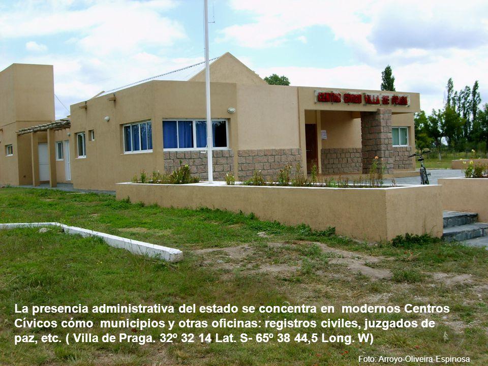 La presencia administrativa del estado se concentra en modernos Centros Cívicos cómo municipios y otras oficinas: registros civiles, juzgados de paz, etc.