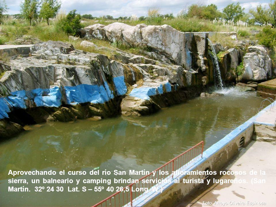 Aprovechando el curso del río San Martín y los afloramientos rocosos de la sierra, un balneario y camping brindan servicios al turista y lugareños.