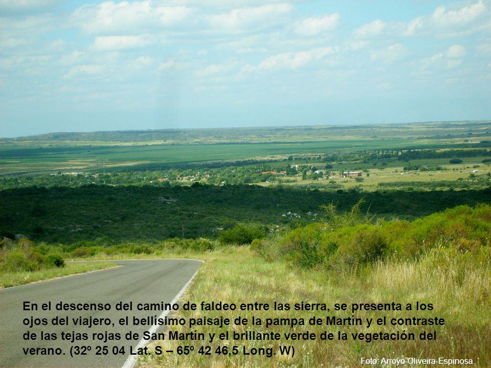 En el descenso del camino de faldeo entre las sierra, se presenta a los ojos del viajero, el bellísimo paisaje de la pampa de Martín y el contraste de las tejas rojas de San Martín y el brillante verde de la vegetación del verano.