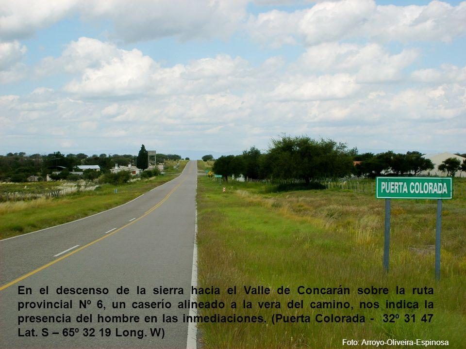 En el descenso de la sierra hacia el Valle de Concarán sobre la ruta provincial Nº 6, un caserío alineado a la vera del camino, nos indica la presencia del hombre en las inmediaciones.
