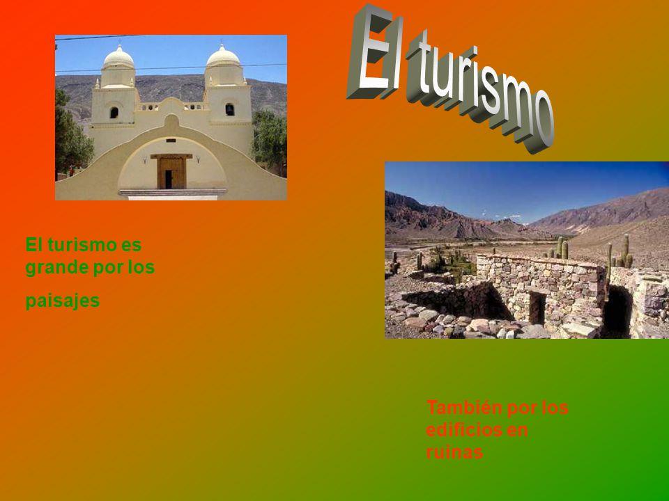 El turismo es grande por los paisajes También por los edificios en ruinas
