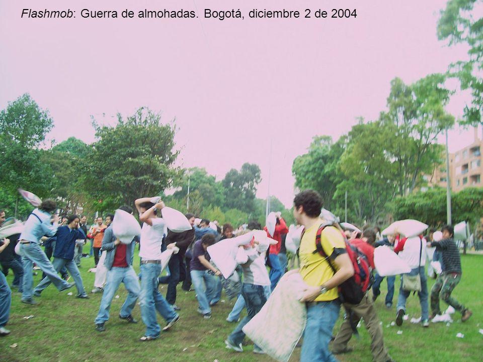 victorsolano.com Flashmob: Guerra de almohadas. Bogotá, diciembre 2 de 2004