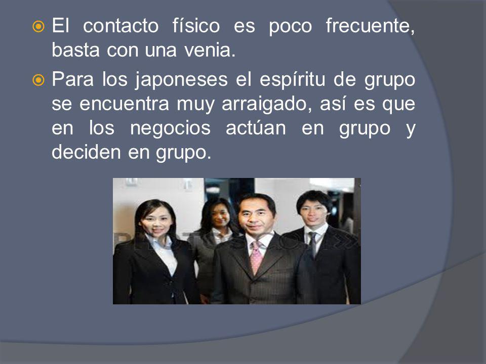 El contacto físico es poco frecuente, basta con una venia. Para los japoneses el espíritu de grupo se encuentra muy arraigado, así es que en los negoc