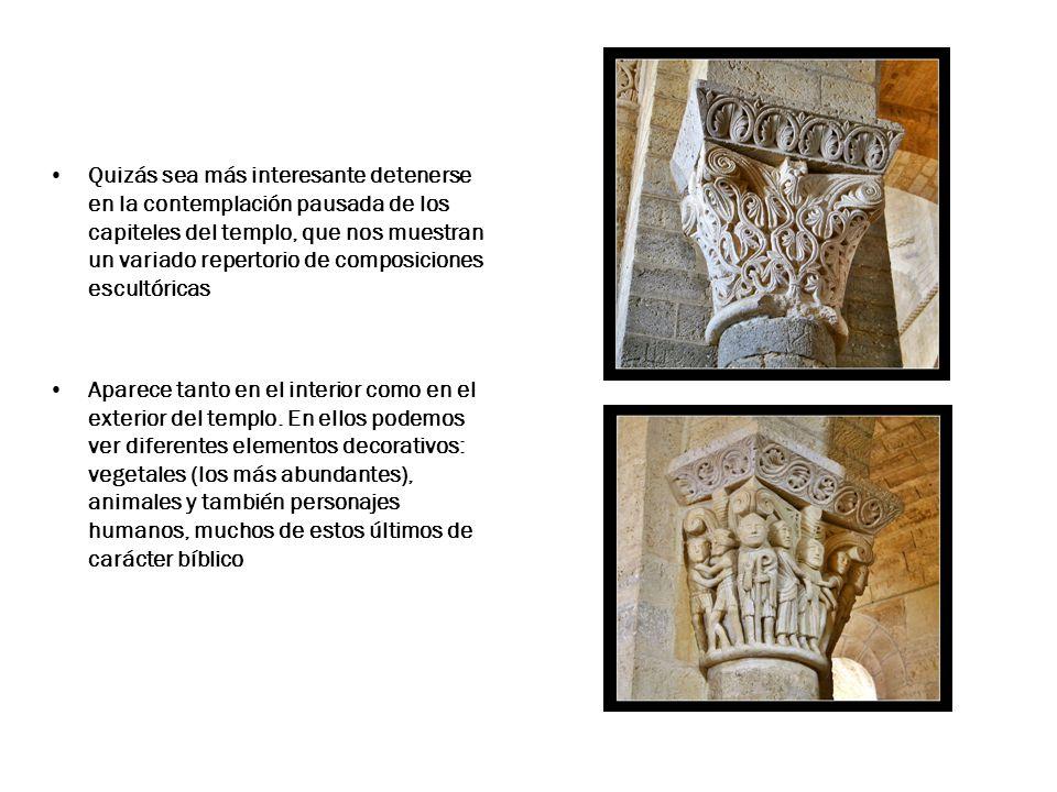 Quizás sea más interesante detenerse en la contemplación pausada de los capiteles del templo, que nos muestran un variado repertorio de composiciones escultóricas Aparece tanto en el interior como en el exterior del templo.
