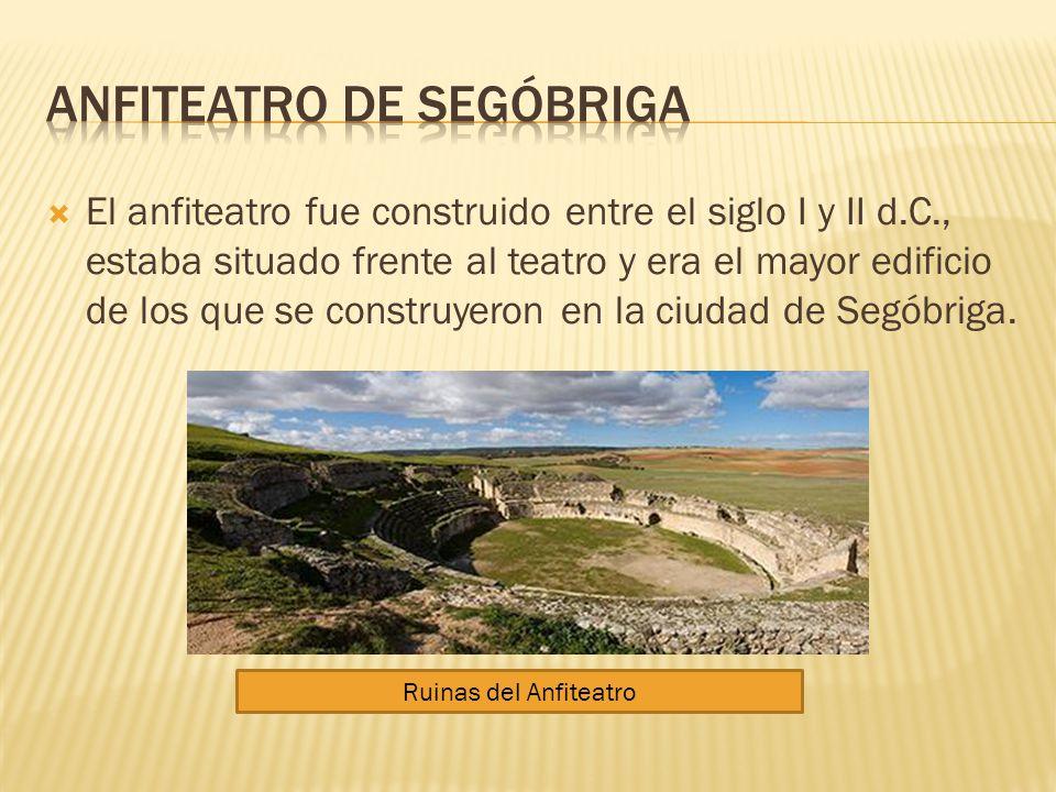 El anfiteatro fue construido entre el siglo I y II d.C., estaba situado frente al teatro y era el mayor edificio de los que se construyeron en la ciud