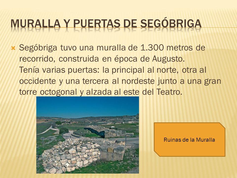 Segóbriga tuvo una muralla de 1.300 metros de recorrido, construida en época de Augusto. Tenía varias puertas: la principal al norte, otra al occident