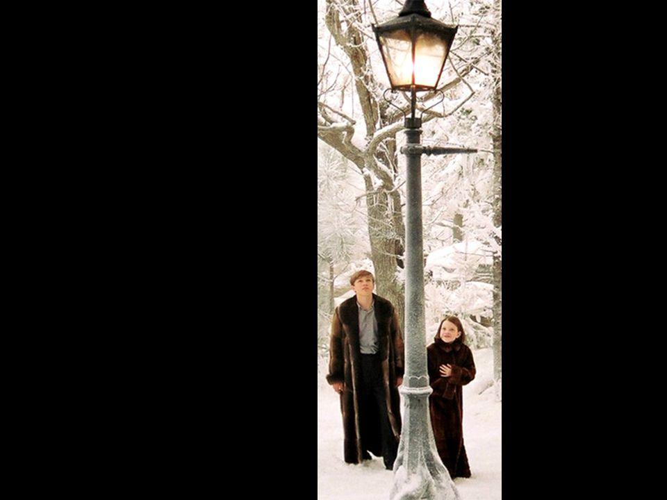 En la plaza del ayuntamiento tendremos el momento final de la coronación de los reyes y reinas de Narnia.