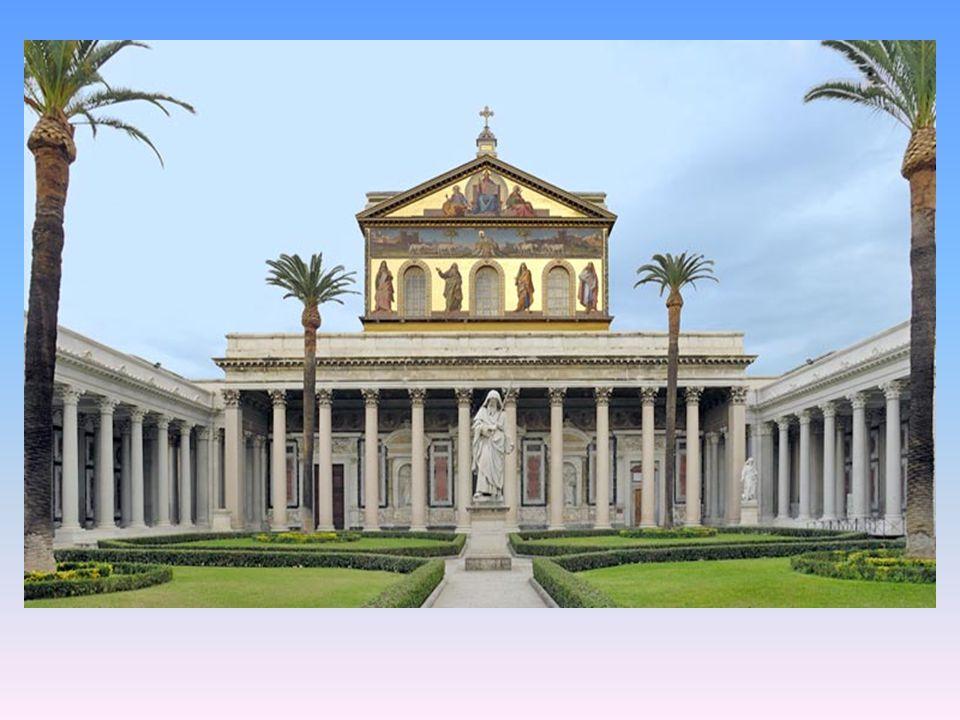 La Bas í lica de San Pablo Extramuros es, despu é s de San Pedro, la iglesia m á s grande de Roma.