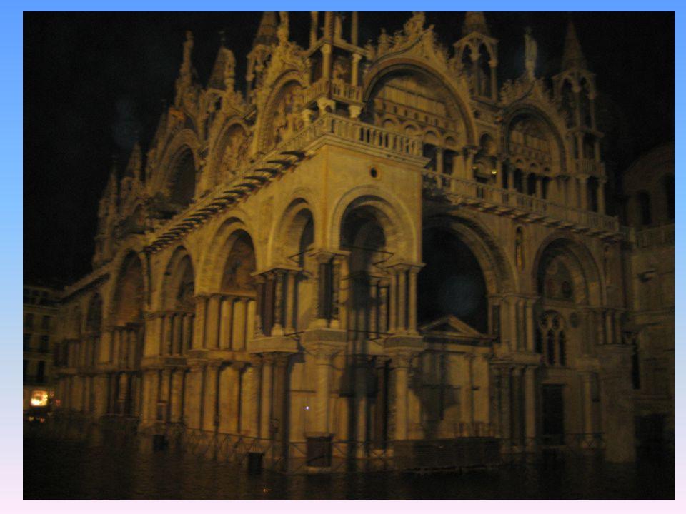 Basílica de San Marcos Principal templo católico de la ciudad de Venecia (Italia) y la obra maestra bizantina.