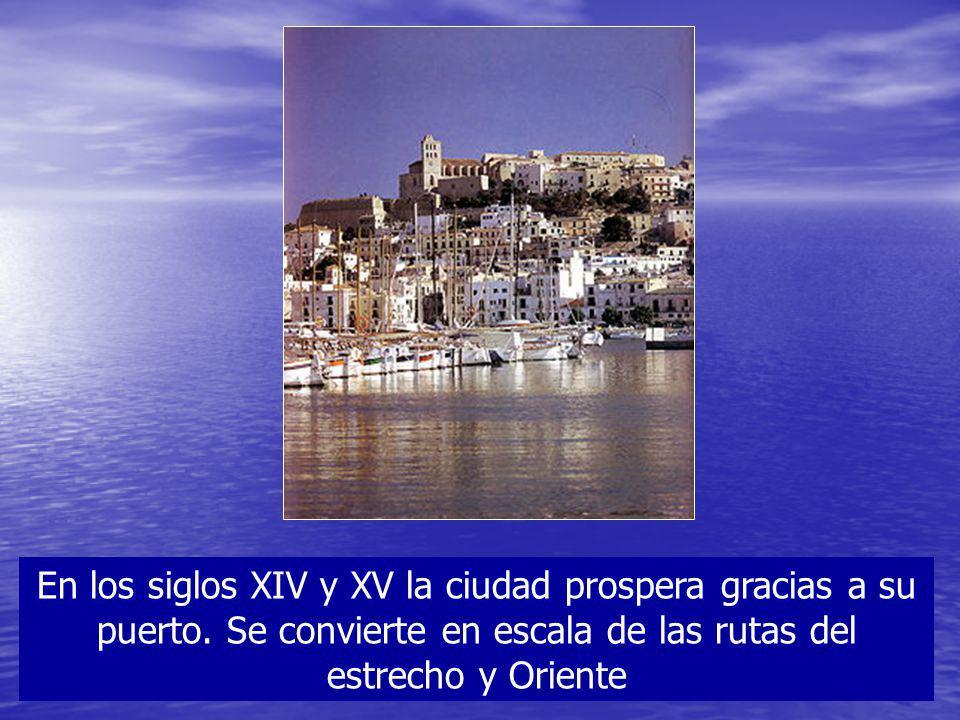 En los siglos XIV y XV la ciudad prospera gracias a su puerto. Se convierte en escala de las rutas del estrecho y Oriente
