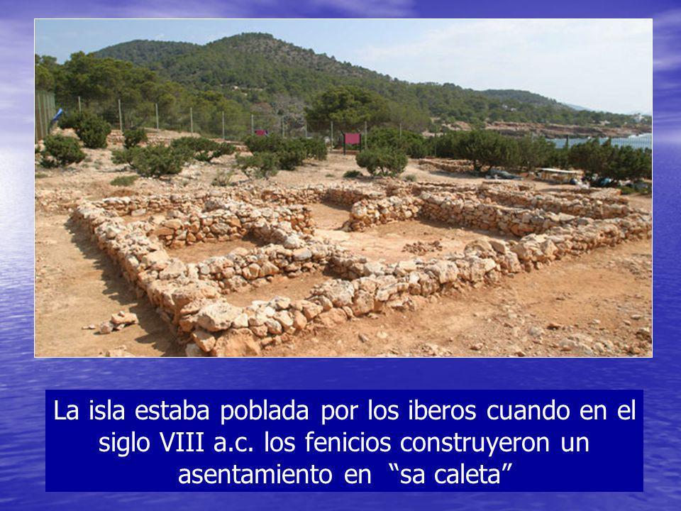 La isla estaba poblada por los iberos cuando en el siglo VIII a.c. los fenicios construyeron un asentamiento en sa caleta
