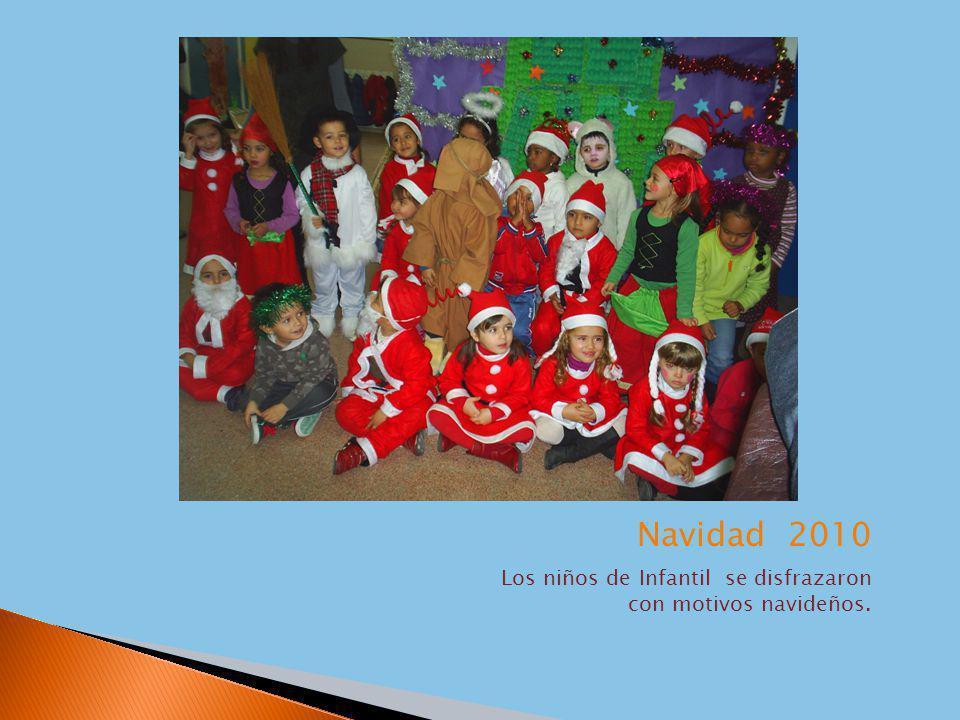 Los niños de Infantil se disfrazaron con motivos navideños.