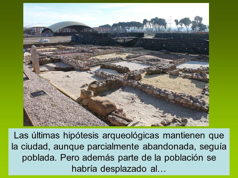 Las últimas hipótesis arqueológicas mantienen que la ciudad, aunque parcialmente abandonada, seguía poblada. Pero además parte de la población se habr