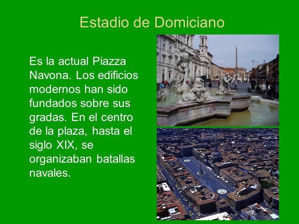 Estadio de Domiciano Es la actual Piazza Navona. Los edificios modernos han sido fundados sobre sus gradas. En el centro de la plaza, hasta el siglo X