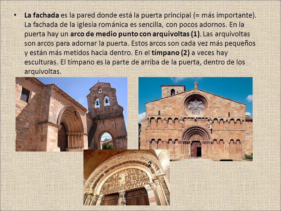 La fachada es la pared donde está la puerta principal (= más importante). La fachada de la iglesia románica es sencilla, con pocos adornos. En la puer