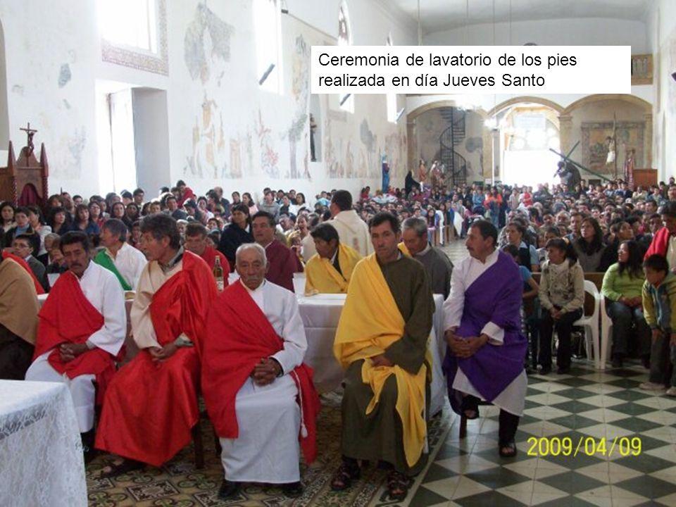 Ceremonia de lavatorio de los pies realizada en día Jueves Santo